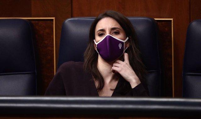 La ministra d'Igualtat, Irene Montero, en una sessió de control al Congrés dels Diputats. Madrid (Espanya), 24 de febrer del 2021.