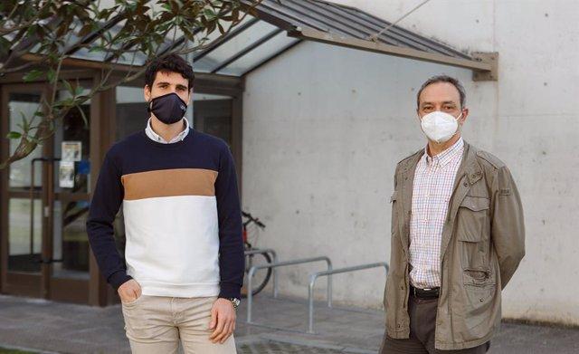 David García de Vicuña y Fermín Mallor, en el campus de Arrosadia de la UPNA