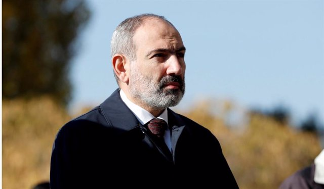 Archivo - El primer ministro de Armenia, Nikol Pashinián, en una ceremonia en recuerdo de los militares caídos en Nagorno Karabaj