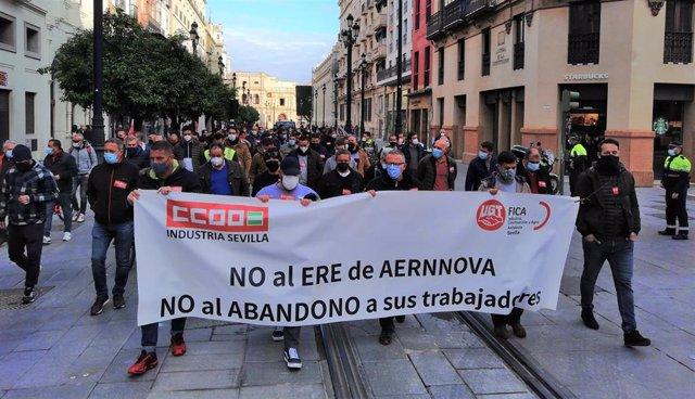 Manifestación de CCOO y UGT para exigir la retirada del ERE de Aernnova (Foto de archivo).