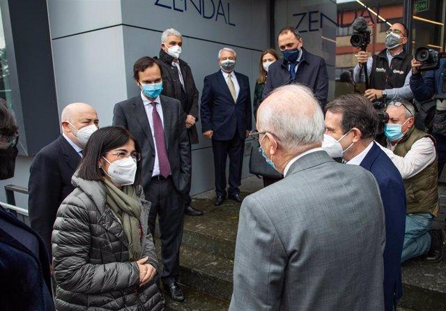 La ministra de Sanidad, Carolina Darias, a su llegada a la planta de Biofabri, del grupo Zendal, en O Porriño (Pontevedra), que ha visitado el 25 de febrero de 2021.