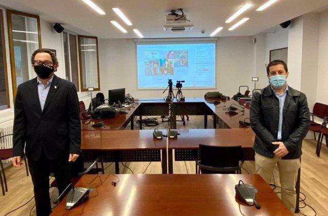Joseba Asian, director general de Presidencia y Gobierno Abierto, y Juan Carlos Castillo, presidente de la FNMC