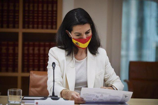 La portavoz de Vox en la Asamblea de Madrid, Rocío Monasterio, antes de una reunión con la presidenta de la Comunidad y con el resto de portavoces regionales, en Madrid, en la sede del Gobierno regional