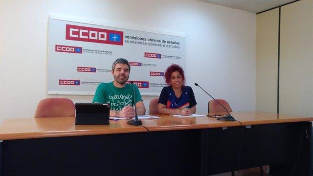 Archivo - El secretario general del sindicato de enseñanza de CCOO de Asturias, Borja Llorente, a la izquierda