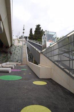 Archivo - Ascensor inclinado del metro