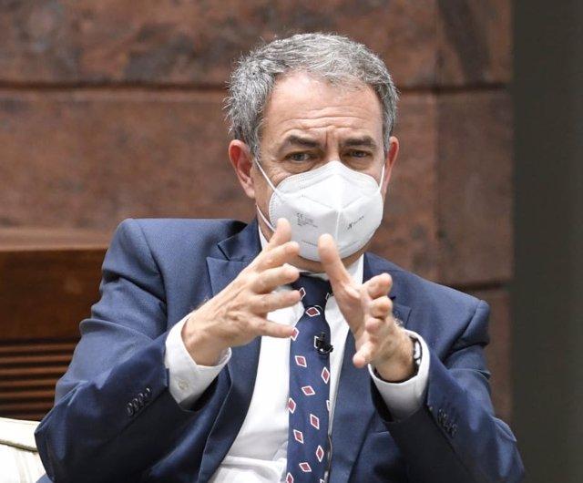 El expresidente del Gobierno, José Luis Rodríguez Zapatero, en una conferencia en el Parlamento de Canarias
