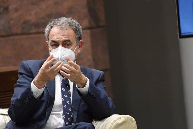 El expresidente del Gobierno, José Luis Rodríguez Zapatero, en una conferencia en el Parlamento