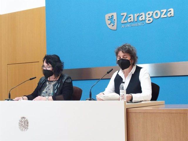 Las concejales de ZeC y Podemos, Luisa Broto (dcha) y Amparo Bella (izda)