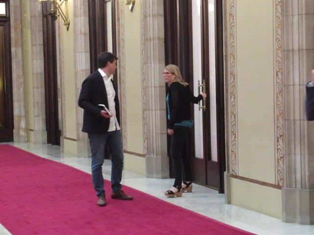 Archivo - La consellera Elsa Artadi y Sergi Sabrià (ERC)