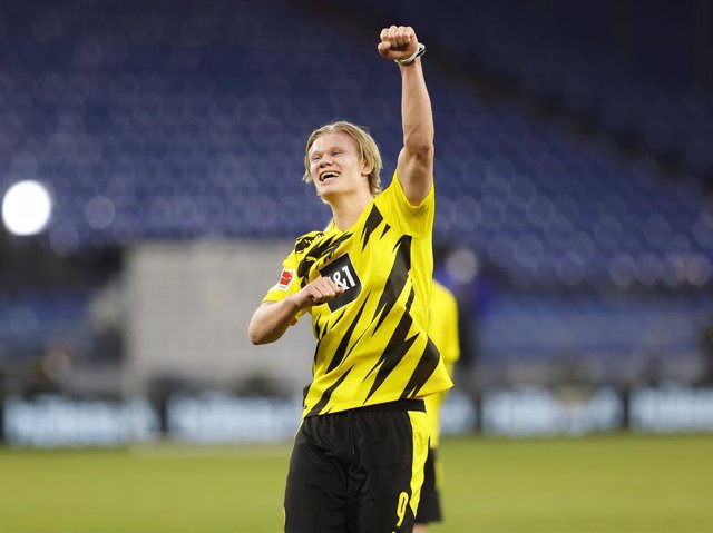 Erling Haaland of Borussia Dortmund celebrates at the end of the German championship Bundesliga football match between Schalke 04 and Borussia Dortmund on February 20, 2021 at Veltins-Arena in Gelsenkirchen, Germany - Photo Jurgen Fromme / firo Sportphoto