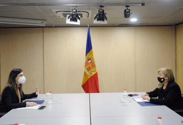 La ministra andorrana, Sílvia Riva, i la consellera de Cultura  la Generalitat, Àngels Ponsa.