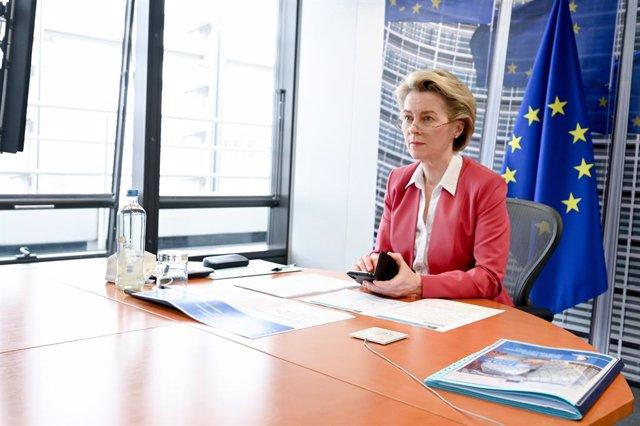La presidenta de la Comisión Europea, Ursula von der Leyen, participa por videoconferencia en una cumbre especial de jefes de estado de y gobierno de la UE sobre el estado de la pandemia del coronavirus.