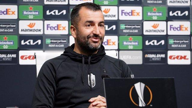 El entrenador del Granada CF, Diego Martínez, en rueda de prensa de la Liga Europa (UEFA Europa League)