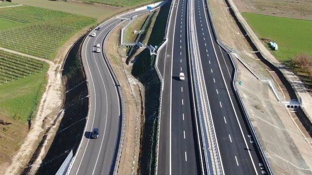 Archivo - Tramo de una autopista de Sacyr en Italia