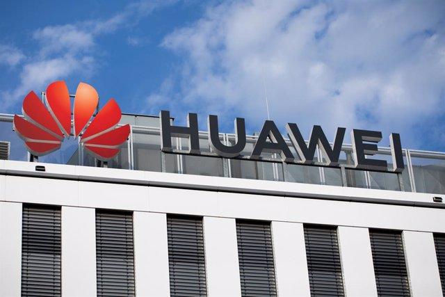 Archivo - Imagen de archivo del logo de Huawei.