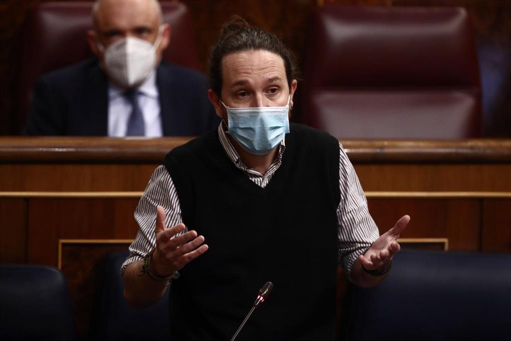 Iglesias cuestiona a los que aplaudieron a Juan Carlos I en el acto del 23F tras su nueva regularización fiscal