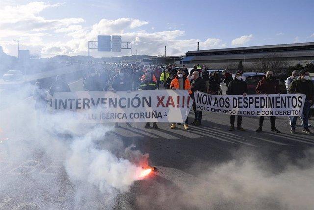 Concentración de trabajadores de Alu Ibérica en A Coruña