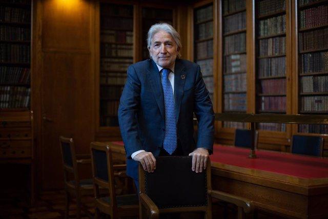 El president de Foment del Treball, Josep Sánchez Llibre, a la biblioteca de la seu de la patronal a Barcelona