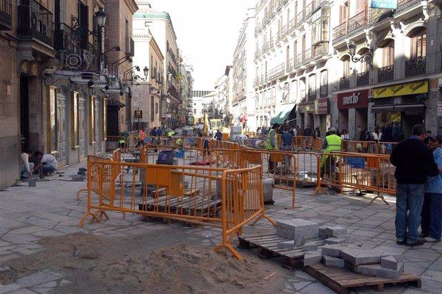 Archivo - Imagen de obras del Ayuntamiento de Madrid en la calle Arenal.