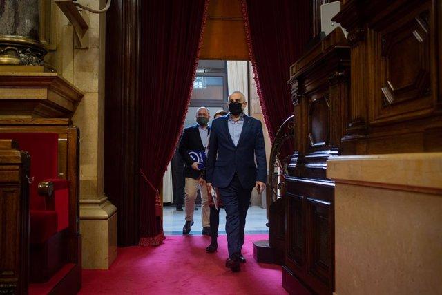 El líder de Cs a Catalunya, Carlos Carrizosa, arriba a la Diputació Permanent del Parlament. Catalunya (Espanya), 24 de febrer del 2021.