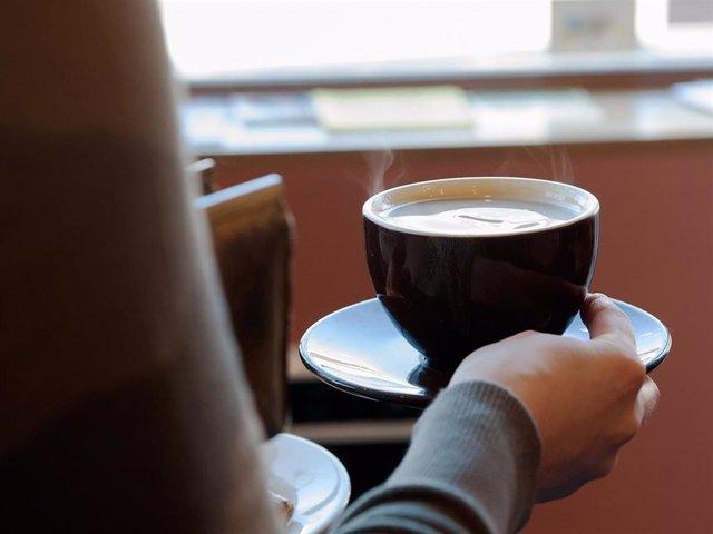 Archivo - El descanso para el café a mitad de jornada era una práctica extendida en nuestro país hasta que comenzó la pandemia del Covid