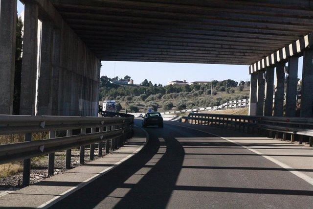 Archivo - Puente, Carretera, Tráfico, Coches, Autovía, DGT, Circulación
