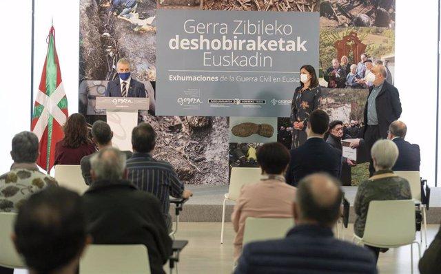 El Lehendakari, Iñigo URkullu, en la presentación del Plan Vasco 2015-2020 Investigación y Loxcalización de Fosas en el Instituto Gogora de Bilbao