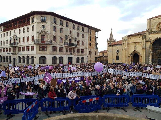 Archivo - Movilización del 8M, día internacional de la mujer, en Oviedo el pasado 2020.