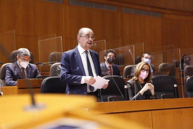 El presidente de Aragón, Javier Lambán, en la sesión plenaria.