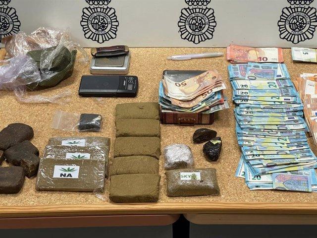 Drogas y dinero intervenido en la operación
