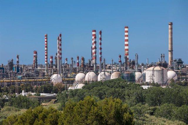 Archivo - Complejo industrial de Tarragona de Repsol