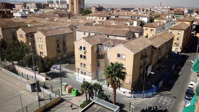 Archivo - Obras de rehabilitación en la barriada de Santa Adela, en imagen de archivo