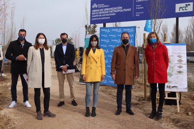 El Ayuntamiento de Madrid recibe la primera donación para el Bosque Metropolitano de parte de Sanitas
