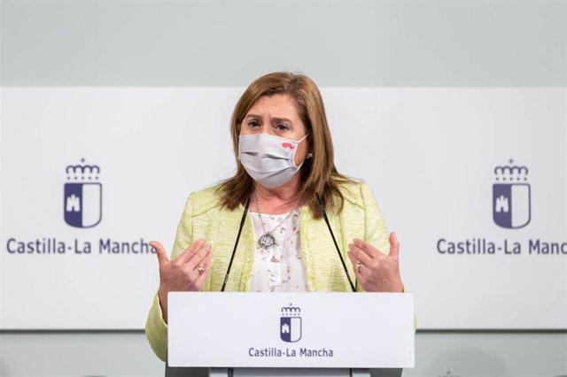 La consejera de Educación, Cultura y Deportes de C-LM, Rosa Ana Rodríguez, en rueda de prensa