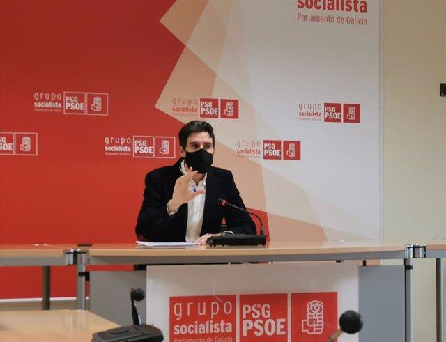 El viceportavoz del PSdeG en el Parlamento de Galicia, Pablo Arangüena, en rueda de prensa.