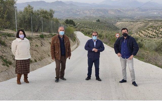 Visita a los caminos rurales sobre los que se ha actuado en Quesada