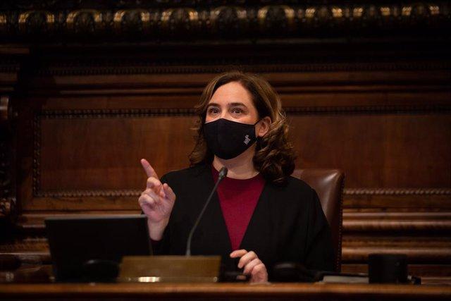 L'alcaldessa de Barcelona, Ada Colau, en una sessió plenària del Consell Municipal de l'Ajuntament de Barcelona. Catalunya (Espanya), 26 de febrer del 2021.