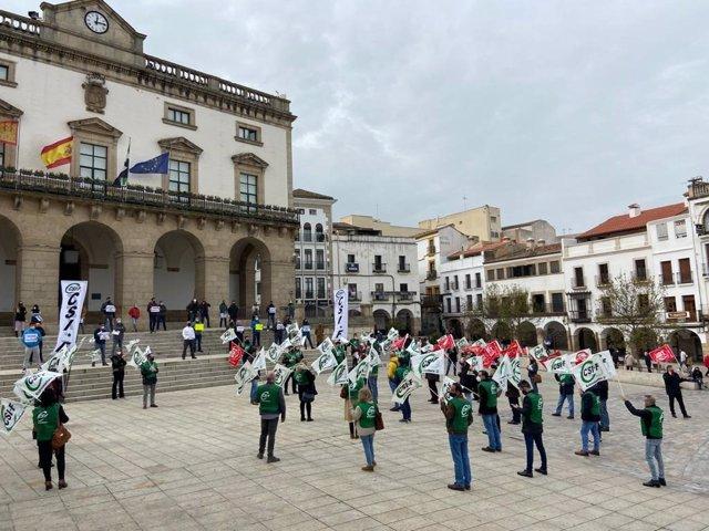 """Policías locales de Cáceres protestan por el cambio de cuadrantes que elimina los """"grupos burbujas"""""""