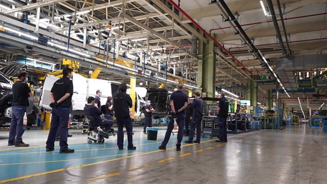 Archivo - Imagen de la planta de Mercedes en Vitoria