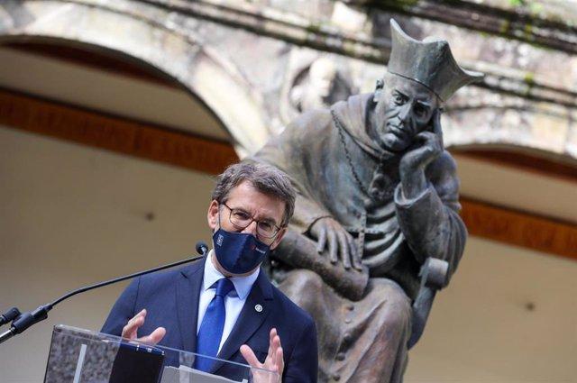Feijóo interviene en un acto en Santiago.