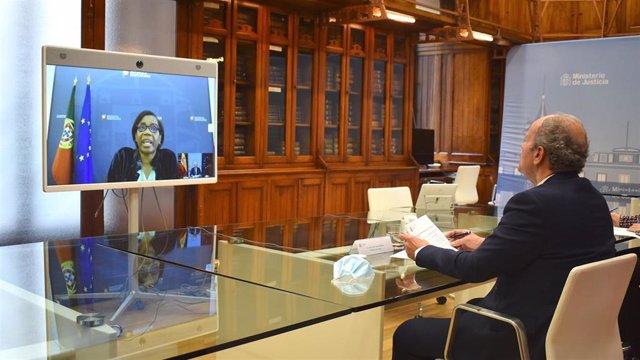 El ministro de Justicia, Juan Carlos Campo, mantiene una reunión telemática con su homóloga portuguesa, Francisca Van Dunem.