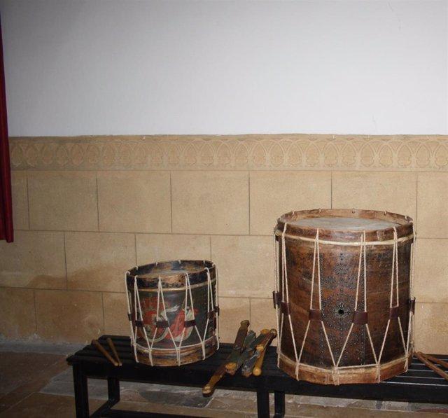Tambores restaurados en Muñoveros (Segovia).
