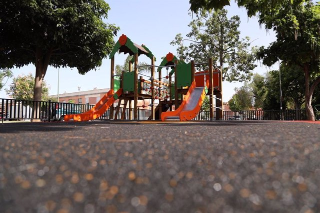 Archivo - Parque Infantil en el Parque El Brillante de Campanillas