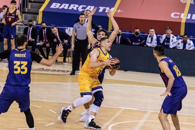 Archivo - Beqa Burjanadze jugando con el Gran Canaria