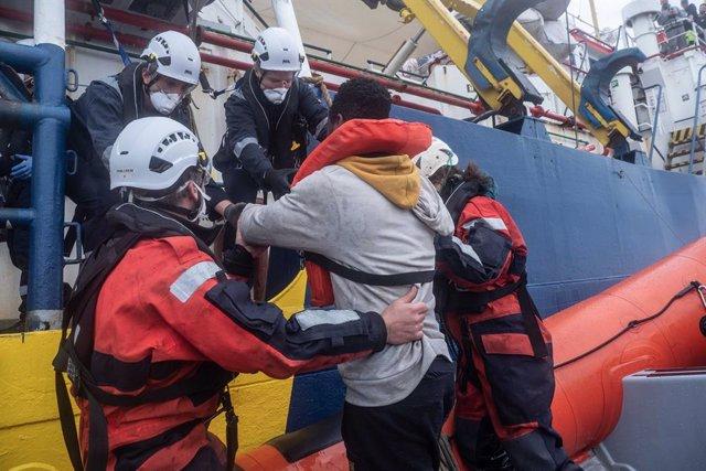 Rescate de migrantes a bordo del 'Sea Watch 3'