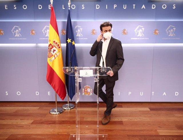 El presidente del grupo parlamentario de Unidas Podemos en el Congreso, Jaume Asens, durante una rueda de prensa posterior a una reunión de la Junta de Portavoces en el Congreso de los Diputados, en Madrid (España), a 16 de febrero de 2021.