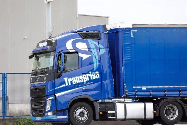 Archivo - Un camión de Transprisa llega a Mercamadrid
