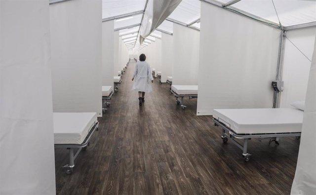 Archivo - Instalaciones del 'hospital de campaña' construido junto al Hospital La Fe, en Valencia (Comunidad Valenciana/España) a 18 de abril de 2020.