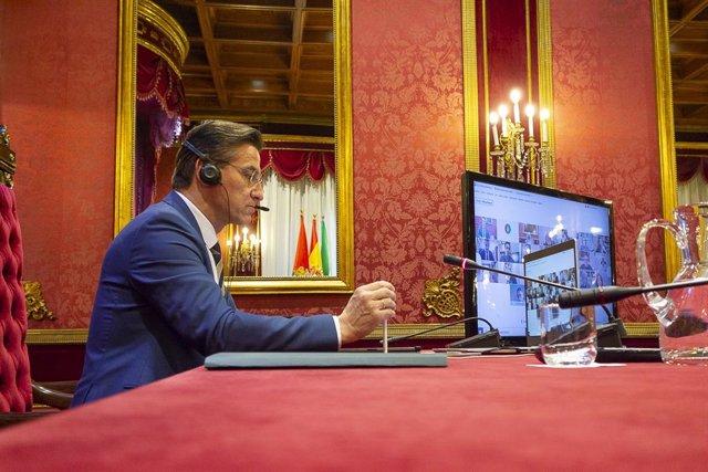 El alcalde de Granada, Luis Salvador, en el Pleno telemático de febrero de 2021