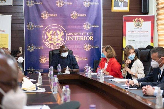La secretaria de Estado de Exteriores, Cristina Gallach, y el ministro del Interior de Ghana